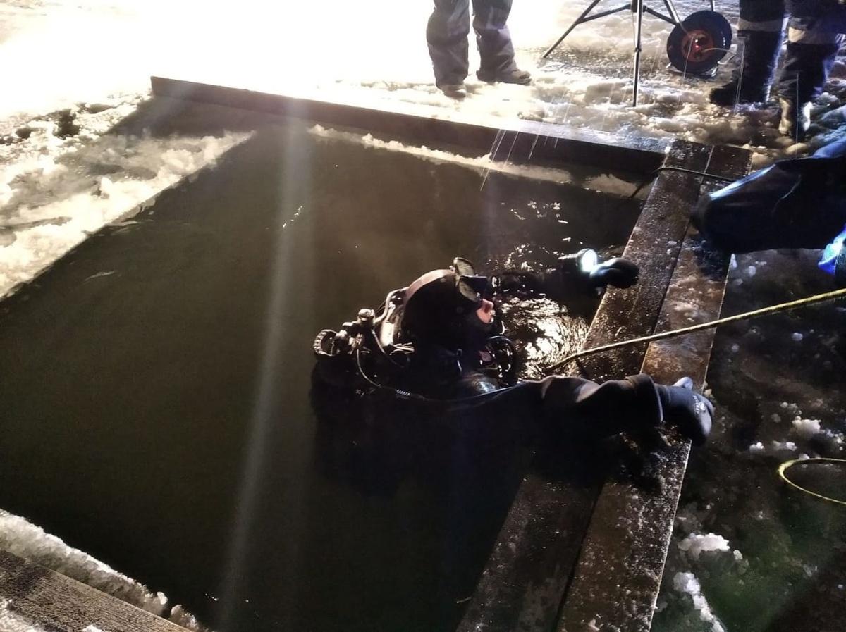 Тело погибшей женщины извлекли водолазы из Оки в Выксе - фото 1