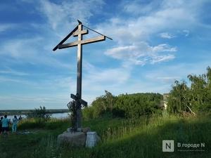Три поклонных креста украли на озере Светлояр