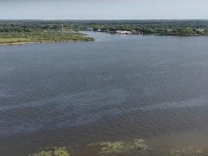 Черные нефтяные пятна вновь зафиксированы на Волге в Нижнем Новгороде