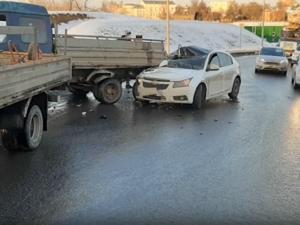 Американская иномарка разбилась об отечественную полуторку на улице Шевченко