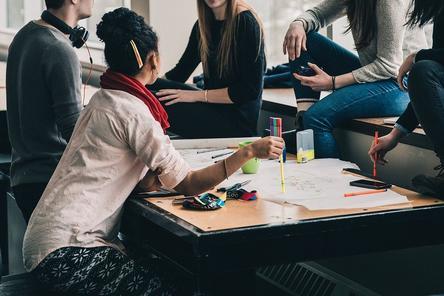 10 стипендий, которые сделают российских студентов независимыми от родителей