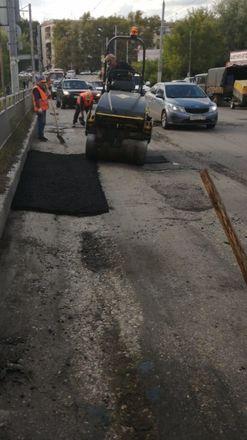 Дорогу на улице Ошарской отремонтировали по просьбам жителей - фото 3