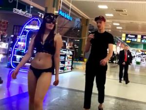 Администрация «7-го Неба» написала заявление в полицию на блогера, гулявшего по торговому центру с девушкой в нижнем белье и на поводке