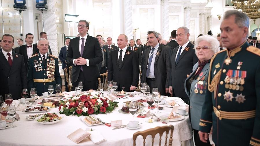 Водка для иностранцев и чаепитие первых леди: 10 секретов кремлевских церемоний