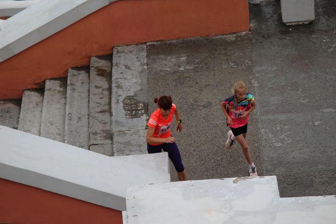 Нижегородец Николай Бурда в 16-й раз выиграл забег по Чкаловской лестнице - фото 17