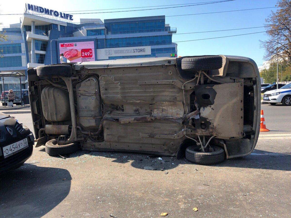 «Лада» оказалась на боку после встречи с иномаркой на Казанском шоссе - фото 1