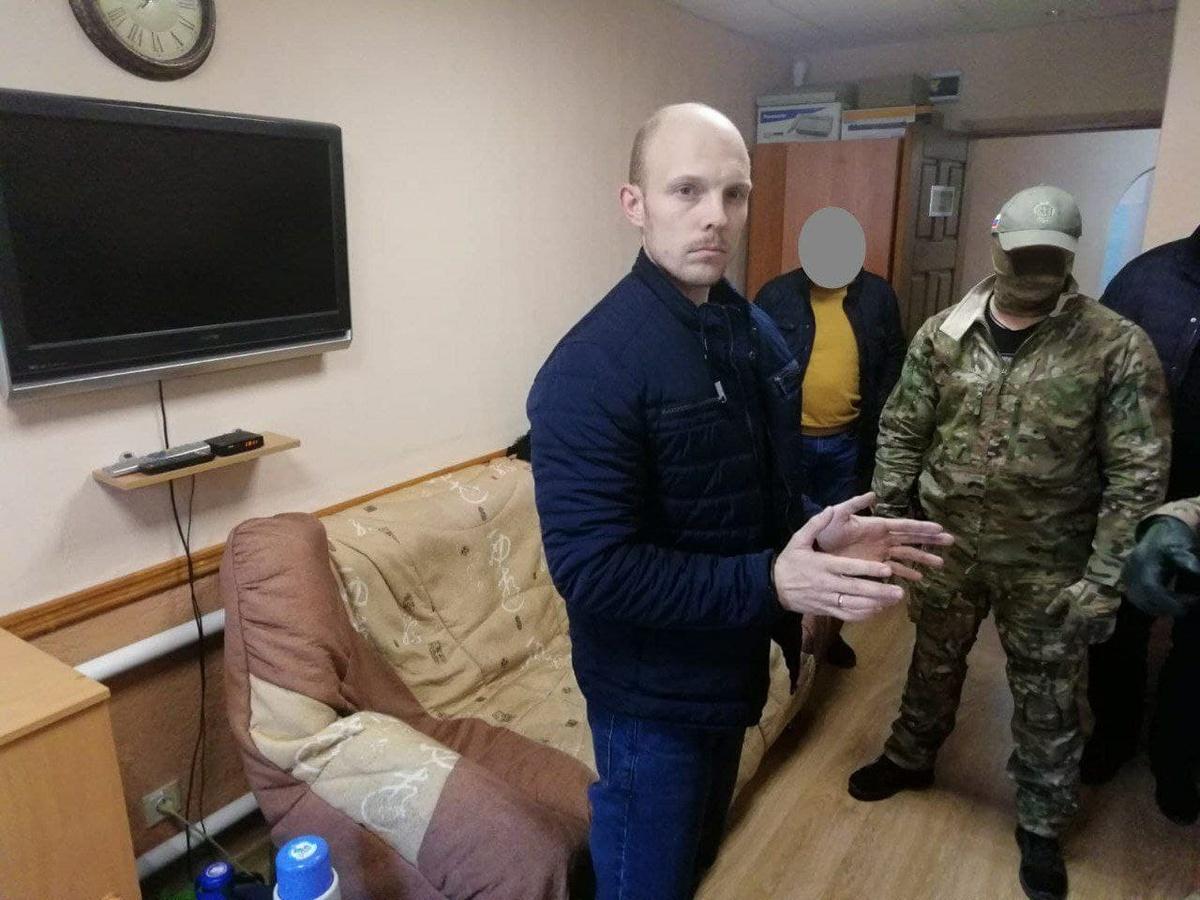 Начальника исправительного центра дзержинской колонии задержали за превышение должностных полномочий - фото 1