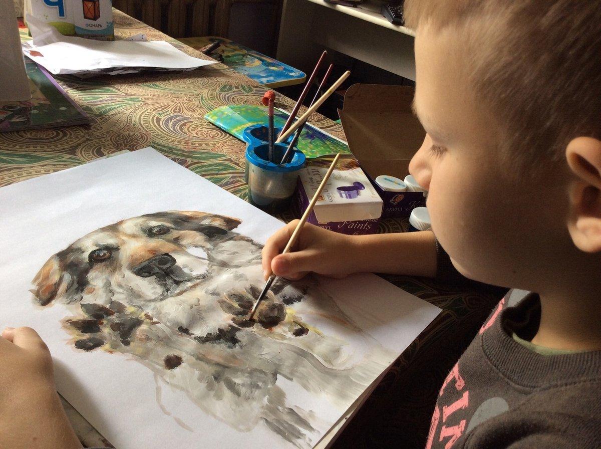 Девятилетний арзамасский мальчик меняет рисунки на корм для бездомных животных - фото 1