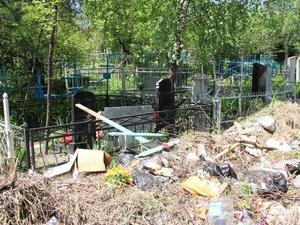 С нижегородских кладбищ вывезли 60% мусора