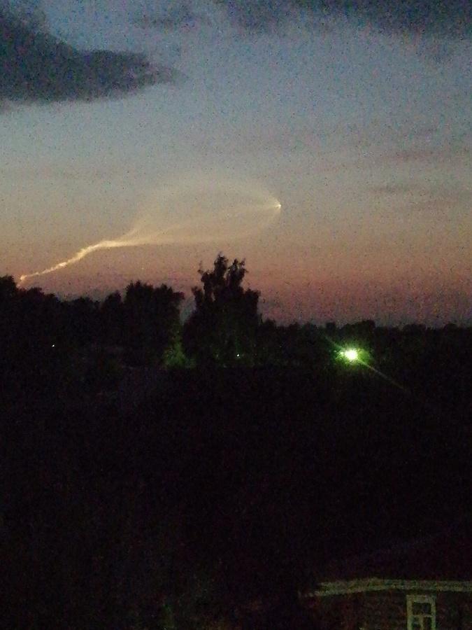 Светящийся объект наблюдали нижегородцы в небе 25 июня - фото 1
