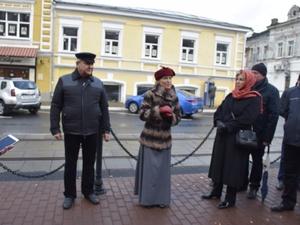 По следам купцов: на улице Рождественской прошла костюмированная экскурсия
