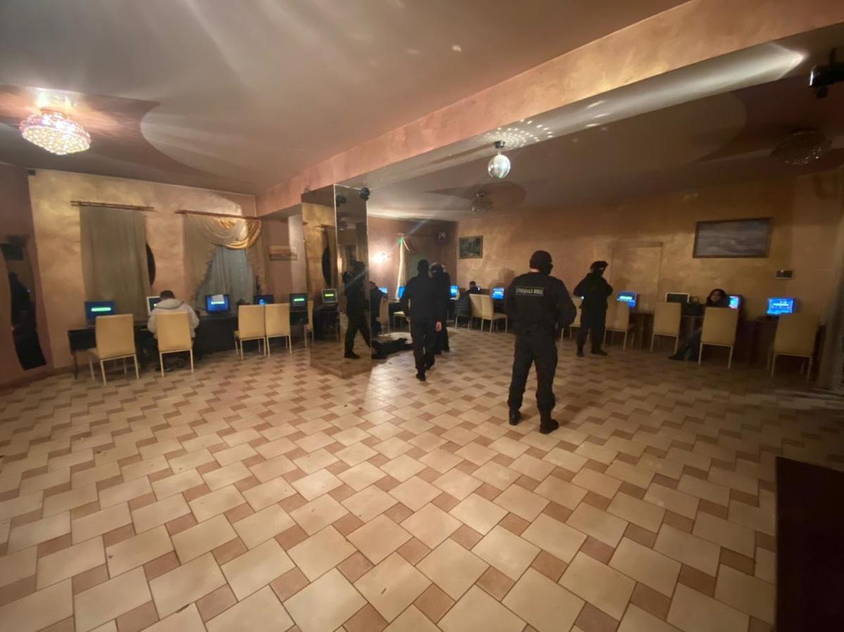 18 компьютеров изъяли из незаконного игорного клуба в Нижнем Новгороде - фото 1