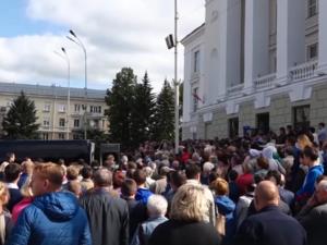 Саровчане простились с сотрудниками РФЯЦ-ВНИИЭФ, погибшими во время взрыва в Архангельской области
