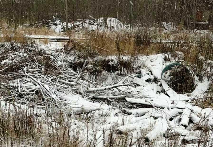 Свалку строительных отходов обнаружили на территории, принадлежащей «Красному Сормову» - фото 1