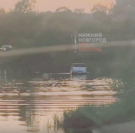 Машина утонула в заливе в Нижнем Новгороде за пять минут - фото 1