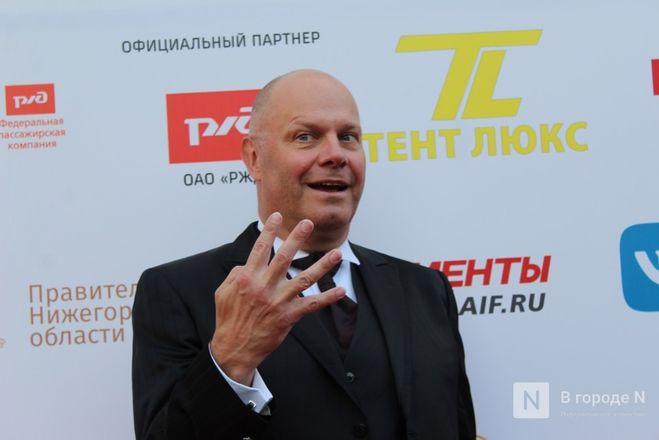 Маски на красной дорожке: звезды кино приехали на «Горький fest» в Нижний Новгород - фото 81