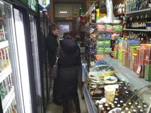 На 50 000 рублей оштрафуют продавцов с улиц Бекетова и Ивлиева за продажу алкоголя детям