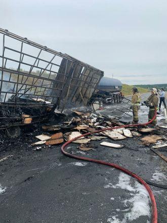 Один человек погиб в столкновении трех грузовиков в Кстовском районе - фото 5