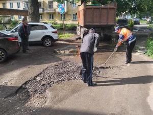 Юбилейную яму на улице Глеба Успенского заасфальтируют следующим летом