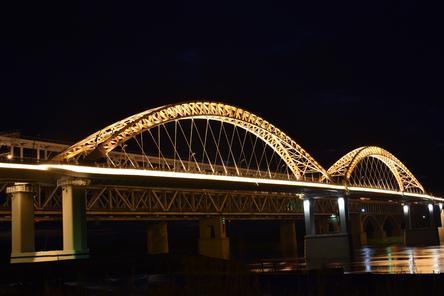 Опубликованы фотографии ночного Борского моста