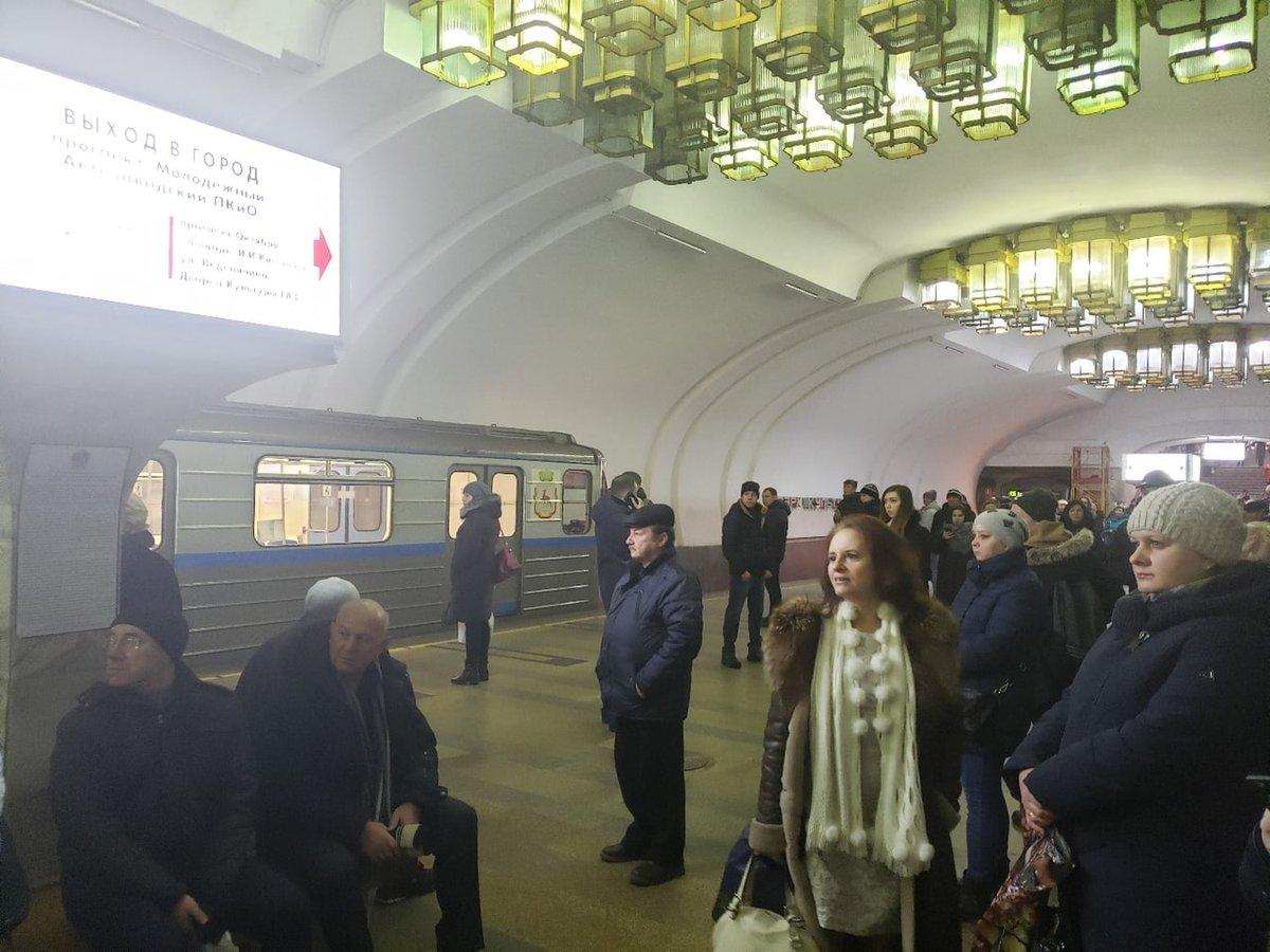 Работу нижегородского метро парализовал остановившийся поезд - фото 1