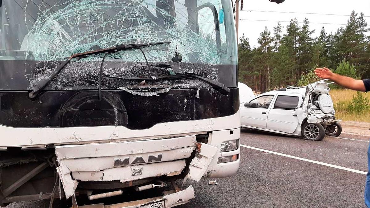 Стали известны подробности столкновения «Лады» и автобуса под Дзержинском - фото 1