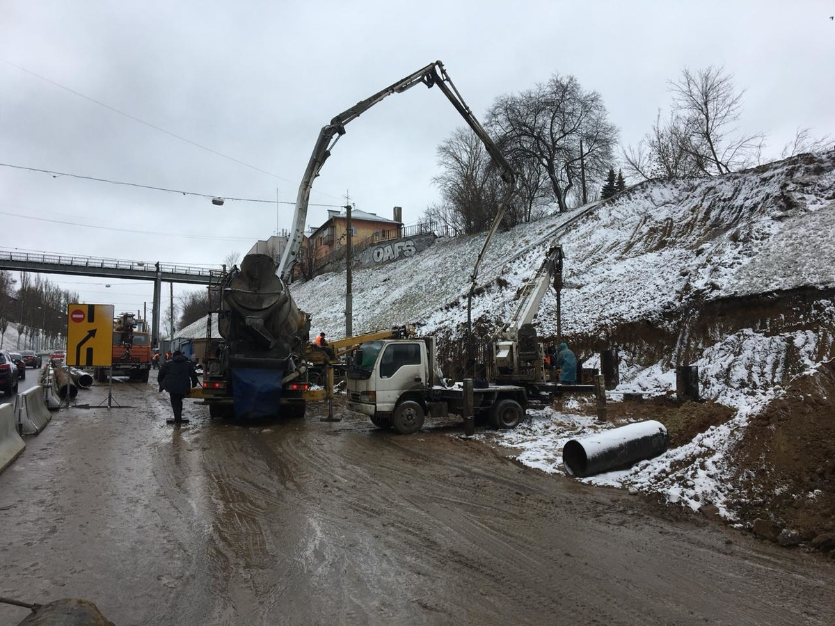 Почти две тысячи кубометров грунта сошло со склона Похвалинского съезда во время оползня - фото 1