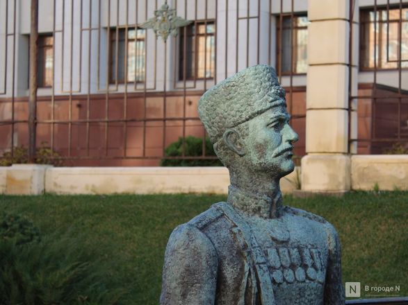 Труд в бронзе и чугуне: представителей каких профессий увековечили в Нижнем Новгороде - фото 22