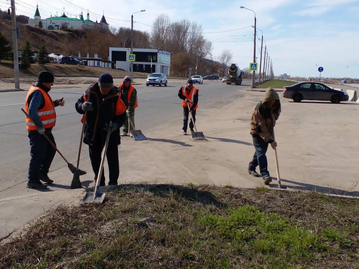 70 рабочих убирают мусор в центре Нижнего Новгорода - фото 1