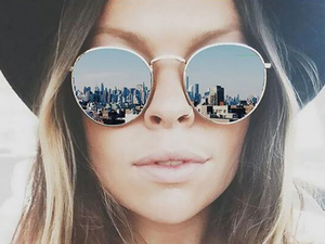 Сквозь розовые очки: как защитить глаза от солнца и оставаться в тренде этим летом