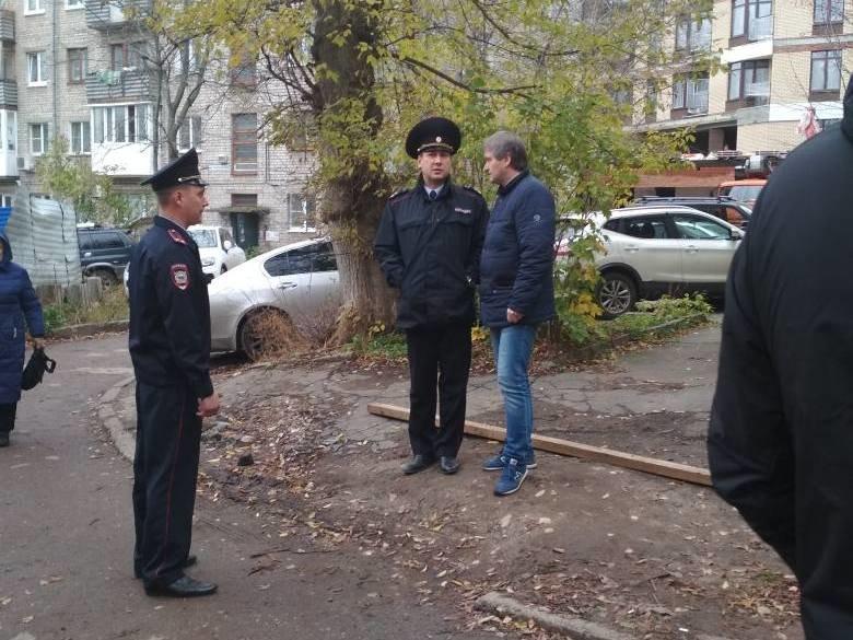 Застройщик территории у дома Ростислава Алексеева пытался незаконно возобновить работы - фото 1