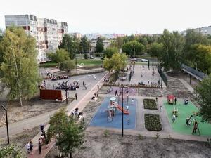 Сквер с жасминами и барбарисами открыли после благоустройства в Автозаводском районе